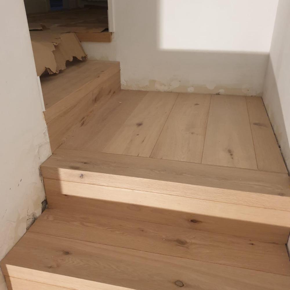 duplex_escalera_madera_interior_11