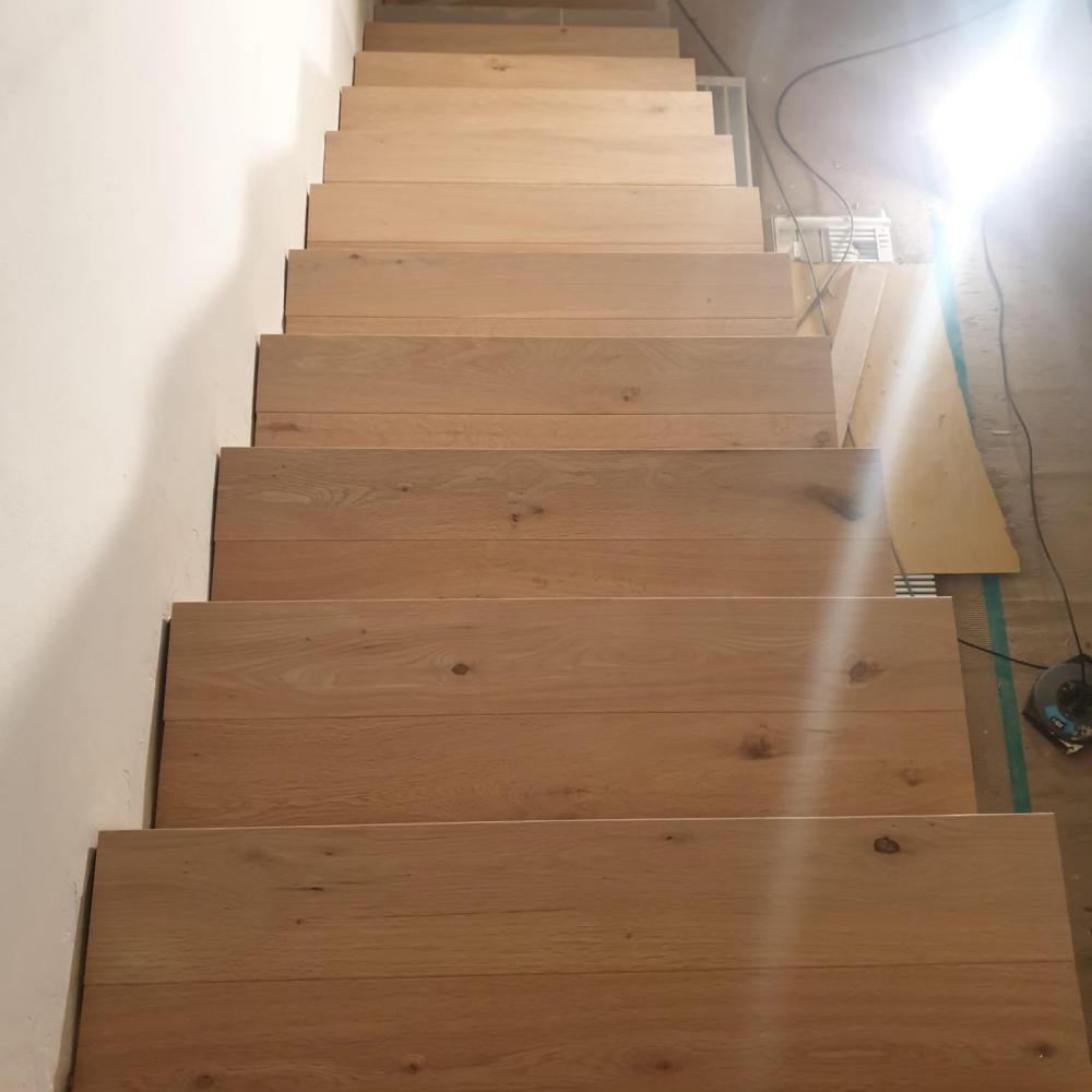duplex_escalera_madera_interior_7