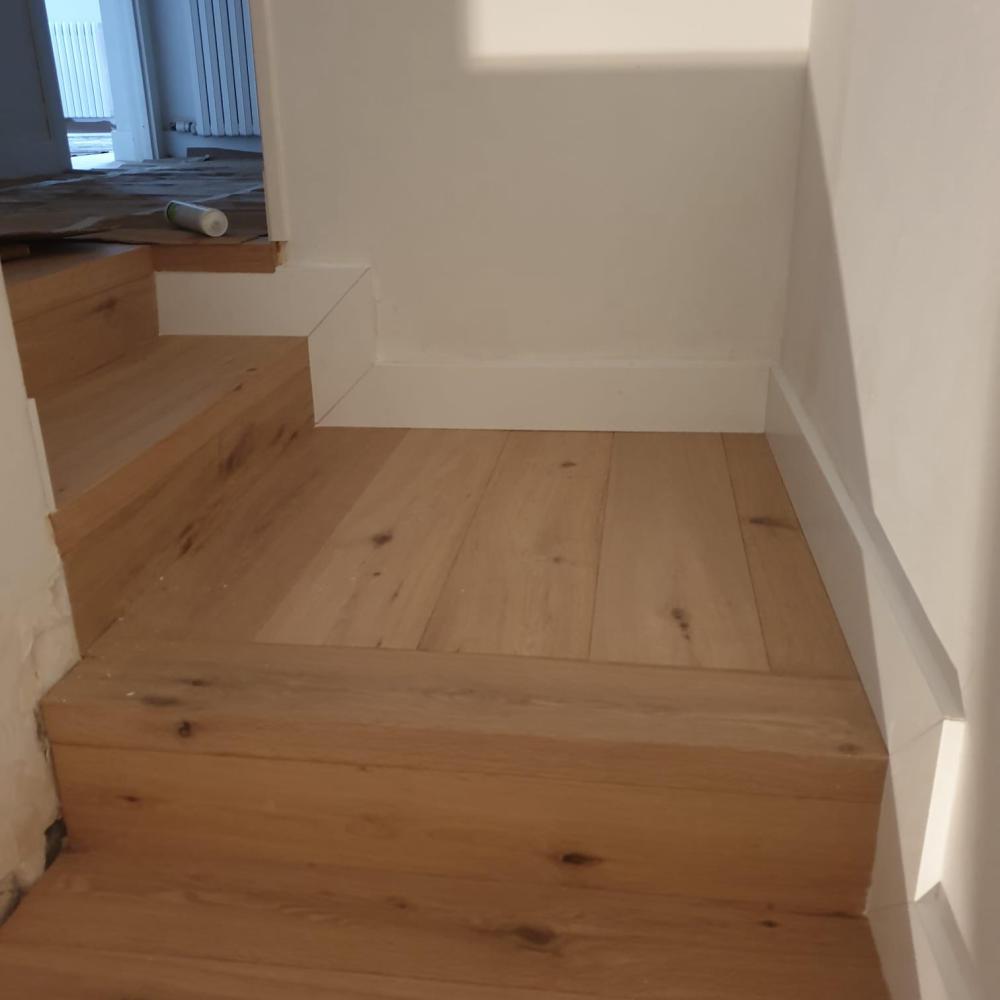 duplex_escalera_madera_interior_9